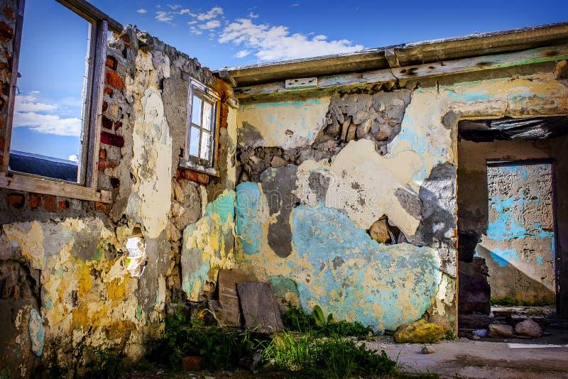 Руины старого дома стоковые изображения