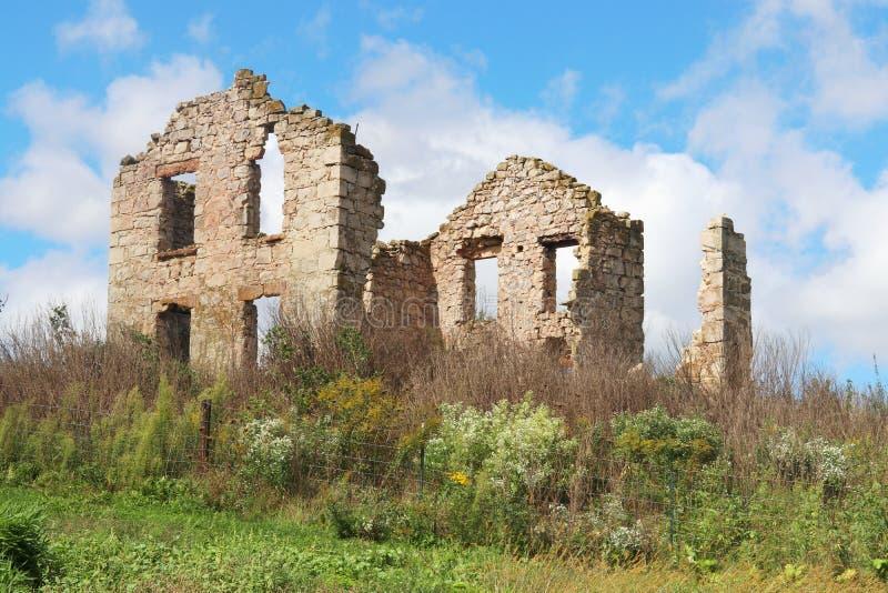 Руины старого дома стоковые изображения rf