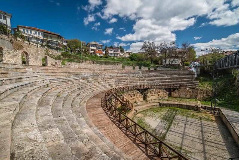 Руины старого римского театра в Ohrid стоковая фотография
