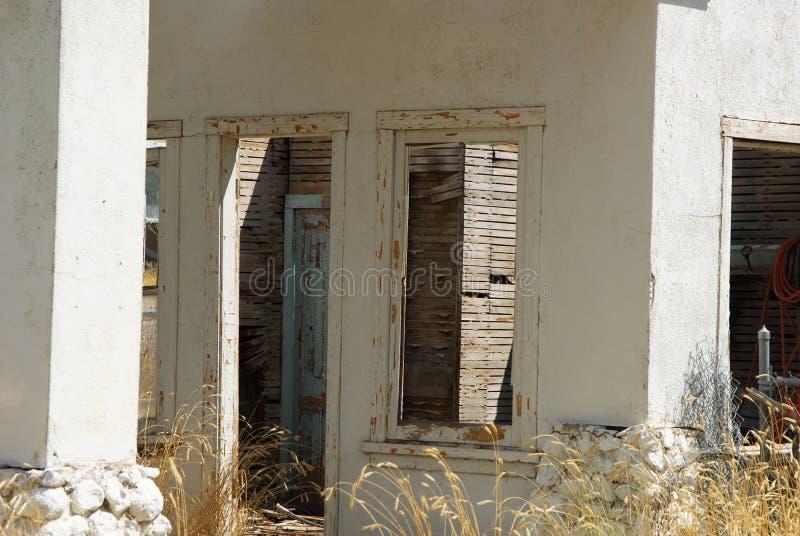 Руины старой бензоколонки стоковое фото rf