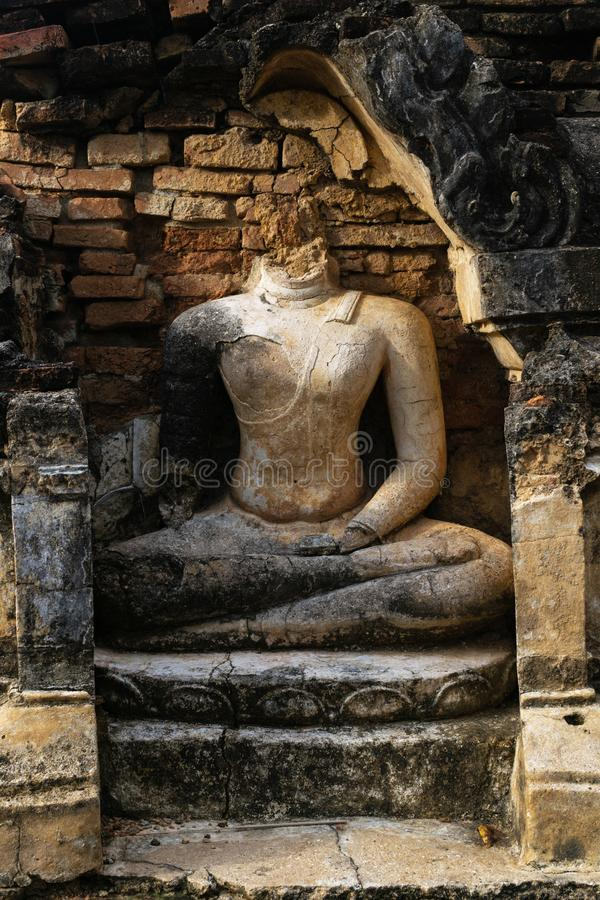 Руины старой статуи Будды на heritag мира ЮНЕСКО sukhothai стоковые фотографии rf
