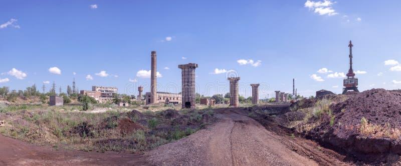 Руины старой фабрики стоковая фотография