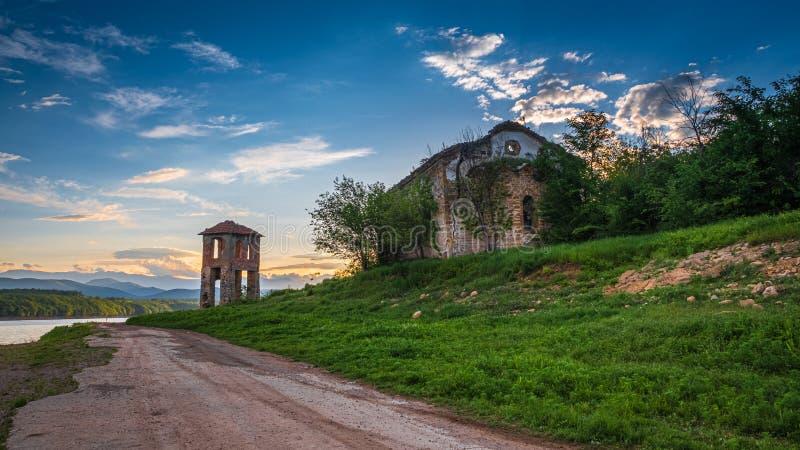 Руины старой церков стоковые изображения rf