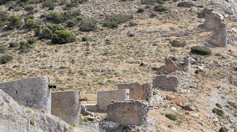 Руины старых венецианских ветрянок построенных в XV веке, плато Lassithi, Крите, Греции стоковые изображения rf