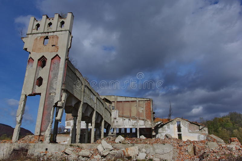 руины фабрики стоковое изображение rf