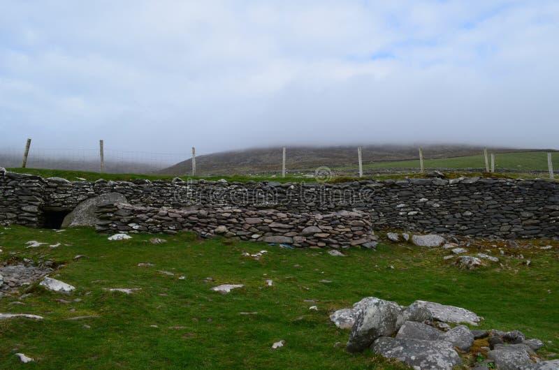 Руины хат улья в Ирландии стоковые фото