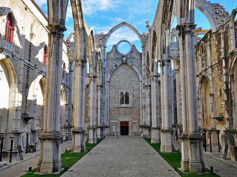Руины церков Carmo в Лиссабоне стоковое изображение