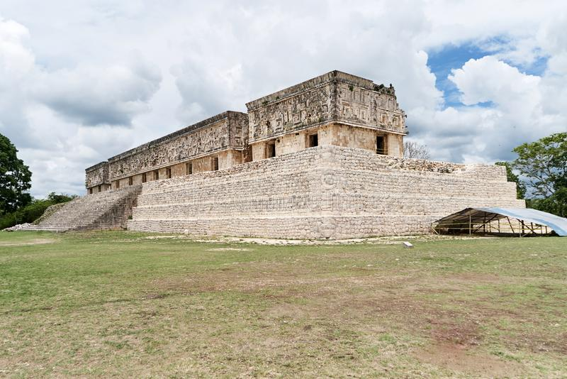 Руины четырехугольника Nunnery, старого майяской культуры в Uxmal, Юкатан, Мексика стоковое фото rf