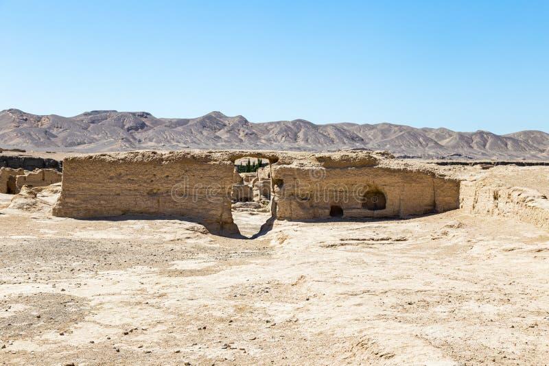Руины Jiaohe, остатки здания правительства, Turpan, Китай Старая столица королевства Jushi, это было естественной крепостью стоковое изображение
