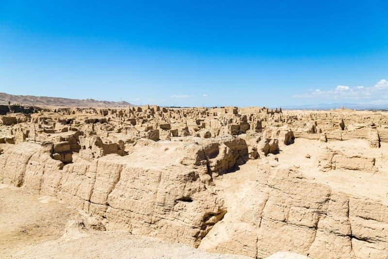 Руины Jiaohe увиденные сверху, Turpan, Китай Старая столица королевства Jushi, это было естественной крепостью на крутом плато стоковые фотографии rf