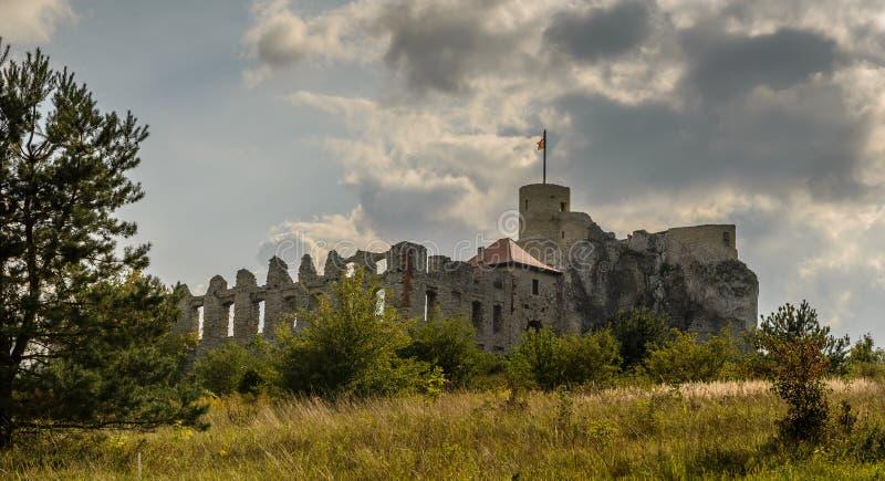 Руины Rabsztyn рокируют около Кракова, Польши стоковая фотография rf