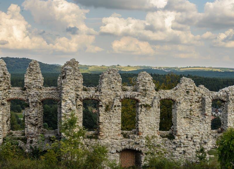 Руины Rabsztyn рокируют около Кракова, Польши стоковая фотография