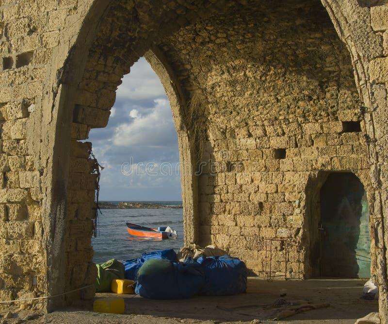 руины s хаты рыболова пляжа старые стоковое изображение