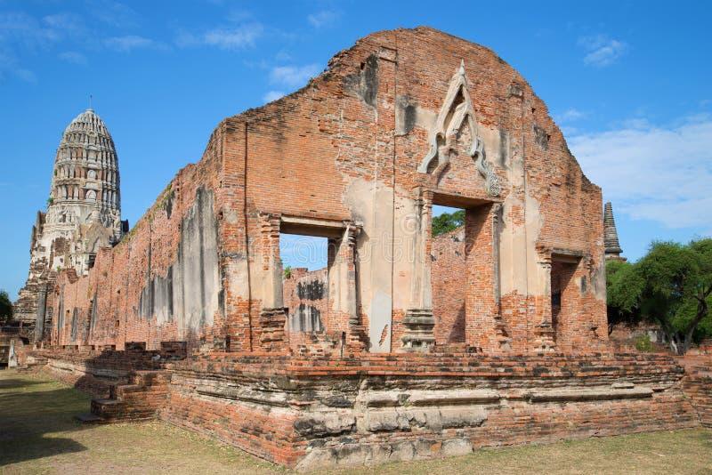Руины vikhara старого буддийского виска Wat Ratcha Burana ayutthaya Таиланд стоковая фотография