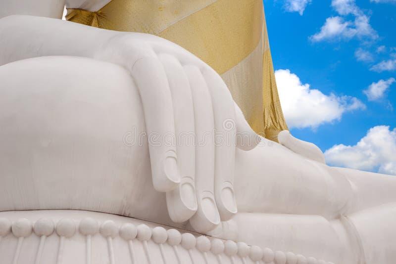 Рука белой предпосылки Будды небесно-голубой стоковое фото rf