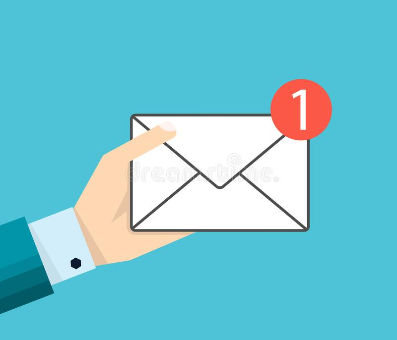 Рука бизнесмена держит значок или сообщение электронной почты бесплатная иллюстрация
