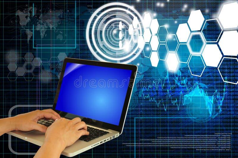Рука бизнесмена используя клавиатуру компьтер-книжки или тетради иллюстрация штока