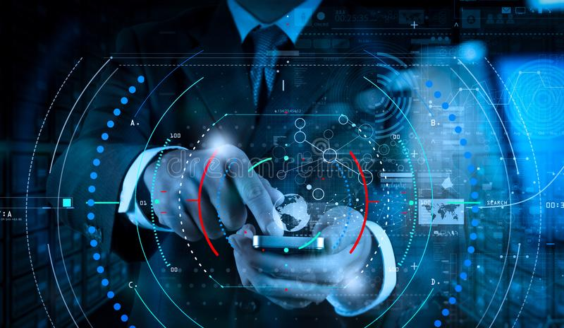 Рука бизнесмена используя мобильный телефон с цифровым влиянием слоя как стоковое фото