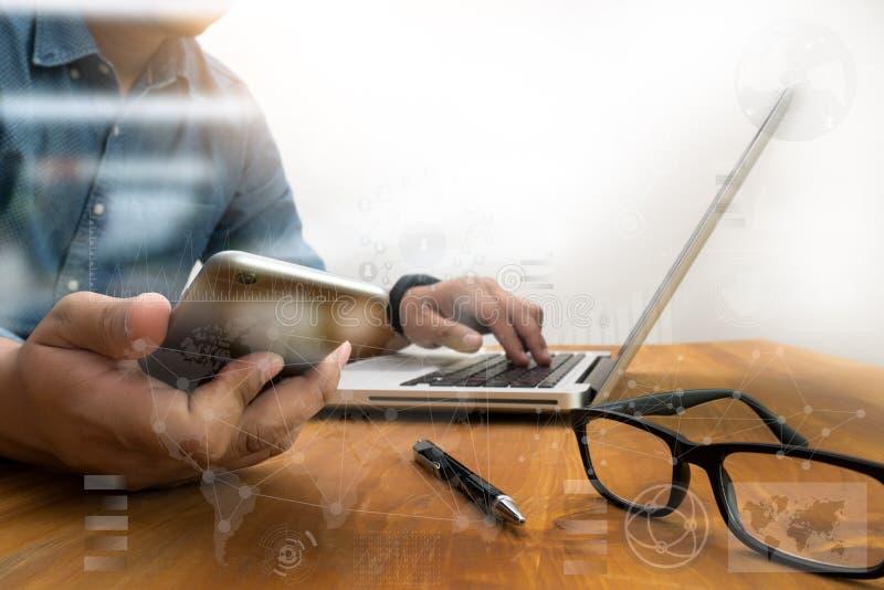 Рука бизнесмена работая с современной технологией стоковое фото rf