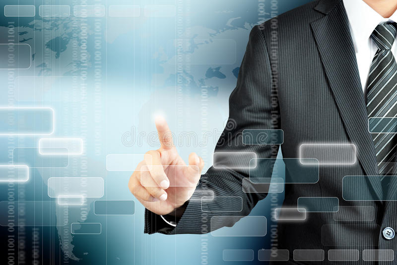 Рука бизнесмена указывая на пустой космос на виртуальном экране, m стоковые изображения