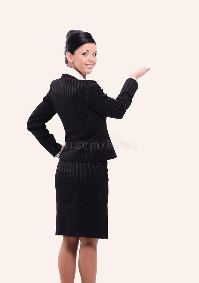 Рука бизнес-леди указывая на пустое пространство стоковые фото