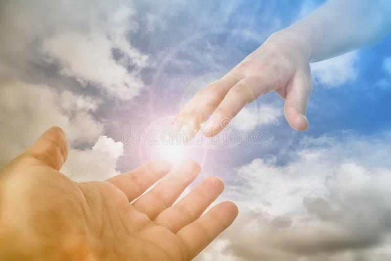Рука бога достигая для верного стоковые фотографии rf