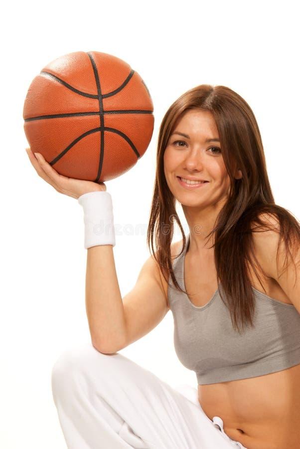 рука брюнет баскетбола держа милую женщину стоковая фотография