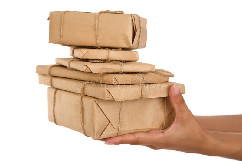 рука девушок подарка коробки стоковое изображение