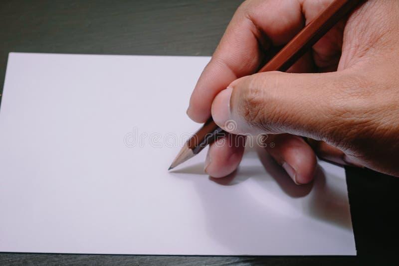 Рука держа карандаш стоковая фотография
