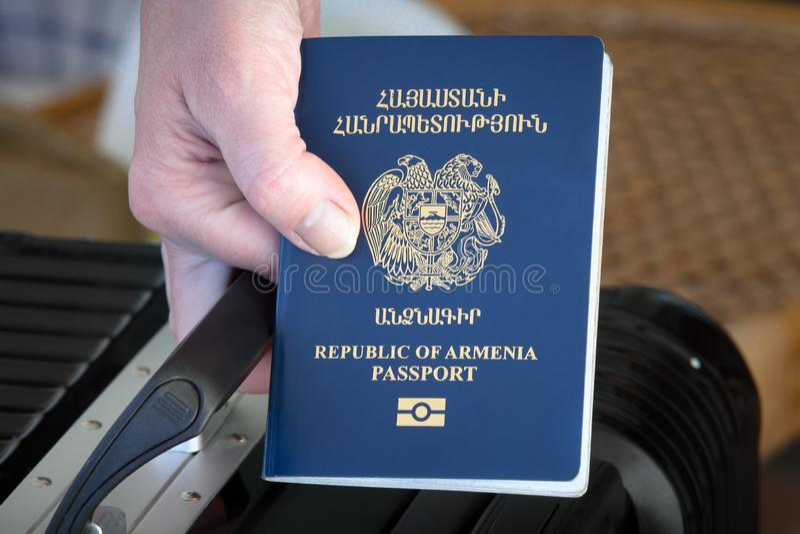 Рука держа паспорт Республики Армения стоковые фотографии rf