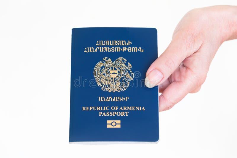 Рука держа паспорт Республики Армения стоковые изображения