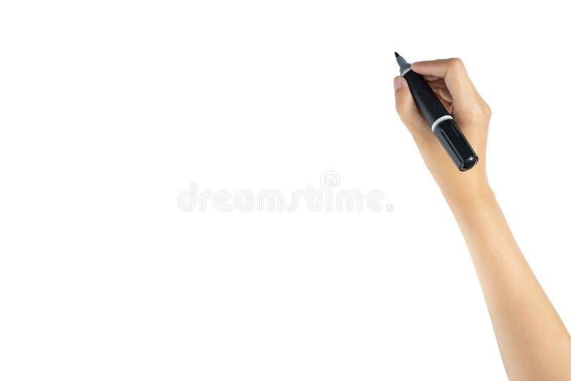 Рука держа ручку отметки черной магии готовый к записи изолированного что-то на белой предпосылке с космосом экземпляра, съемкой  стоковые фотографии rf