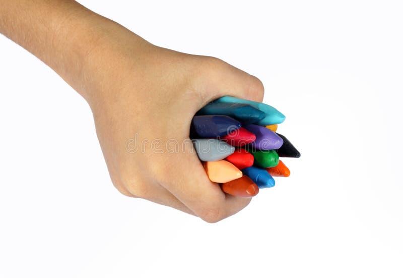 Рука держа crayons стоковое фото