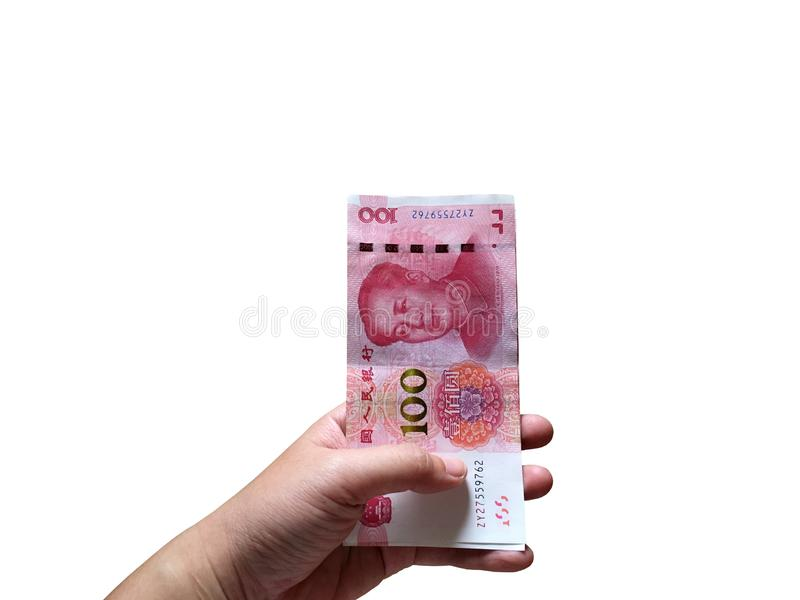Рука женщины держа 100 китайских штабелировать денег юаней изолированный на белой предпосылке стоковое изображение