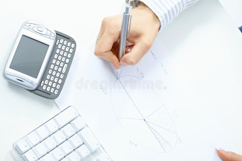 рука женщины чертежа диаграммы стоковое изображение