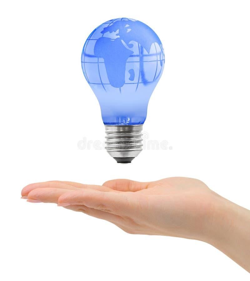 Рука и шарик с глобусом стоковые фото