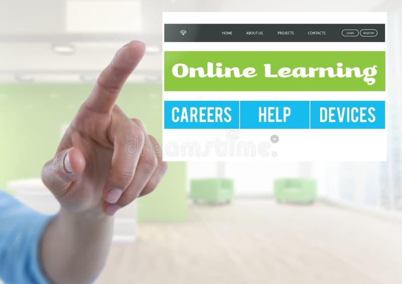 Рука касаясь онлайн уча интерфейсу App стоковые изображения rf