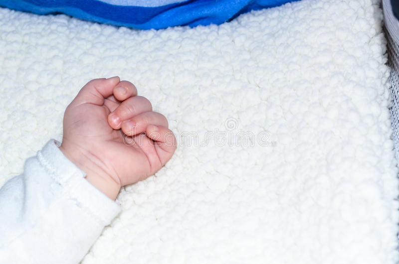 Рука младенца стоковая фотография