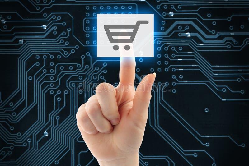 Рука нажимая виртуальную кнопку покупок стоковые фото