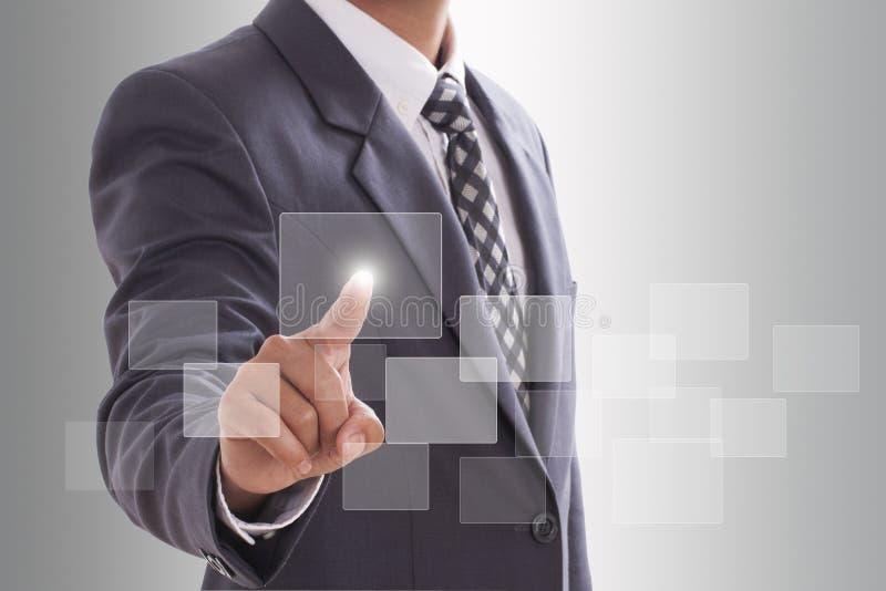 Рука нажимая кнопку экрана касания, стоковые изображения rf
