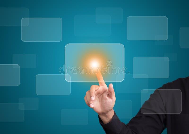 Рука нажимая на интерфейсе экрана касания стоковое изображение rf