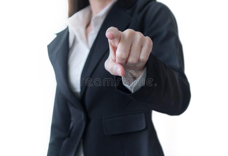 Рука пальца бизнес-леди указывая или кнопки прессы изолированной на белой предпосылке стоковая фотография rf