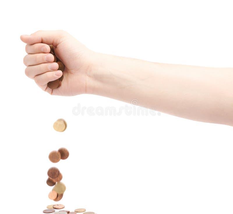 Рука падая множественные монетки изменения стоковое фото