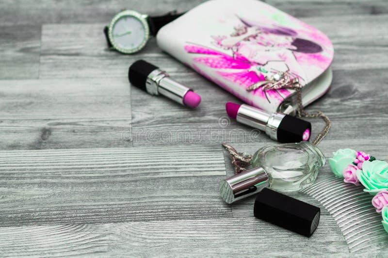 Рука покрасила безшовную текстуру с составляет объекты художника: lipst стоковое фото rf
