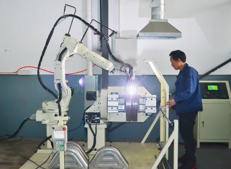 Рука промышленного робота стоковые изображения