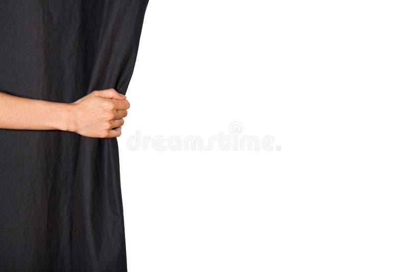 Рука раскрывая черный занавес стоковая фотография rf
