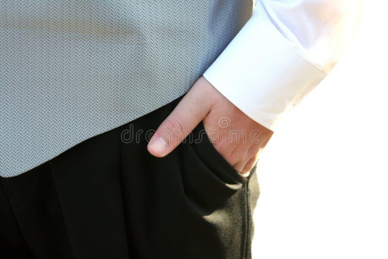 Рука смокинга предназначенная для подростков в карманном крупном плане стоковые фотографии rf