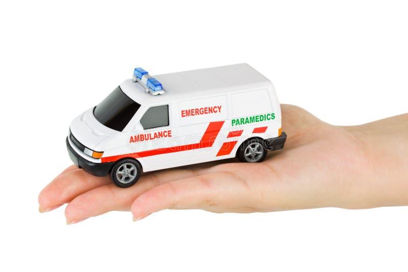 Рука с автомобилем машины скорой помощи игрушки стоковая фотография rf