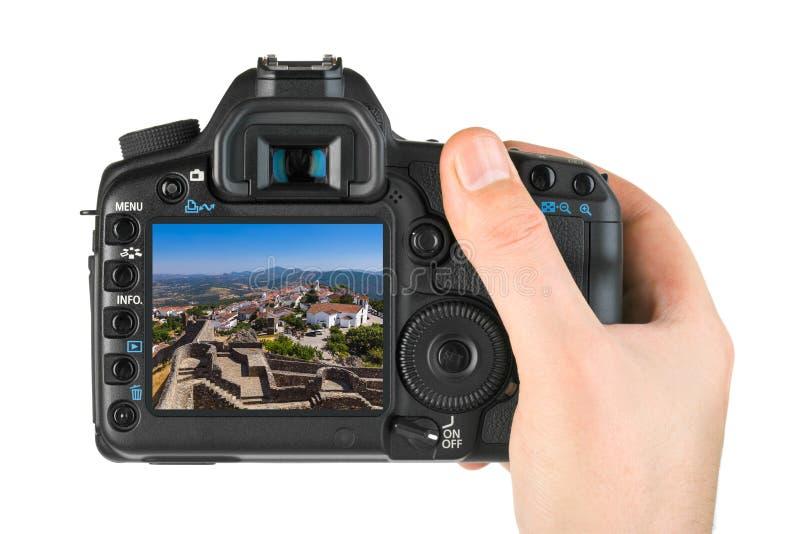 Рука с камерой и крепость в деревне Marvao - Португалии мой p стоковое изображение