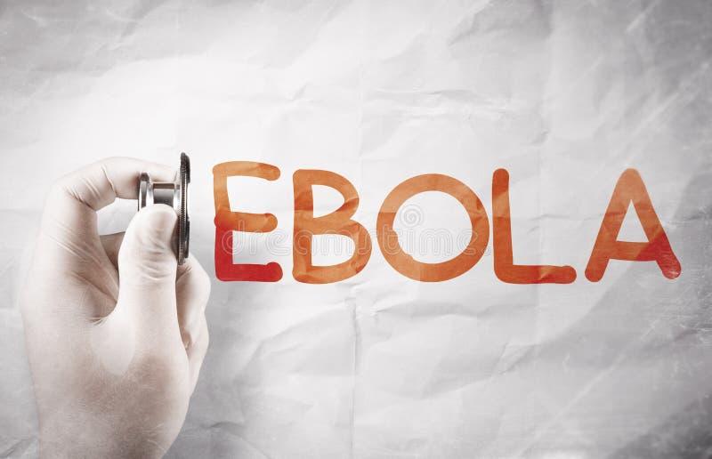 Рука ученого держа ebola слова чертежа стетоскопа стоковое фото